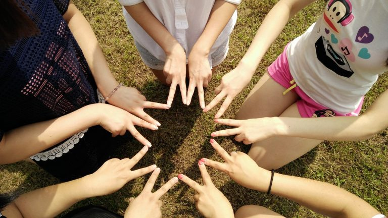 team-1381084_1280